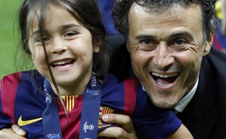 لويس إنريكي يعلن وفاة طفلته التي تبلغ 9 سنوات