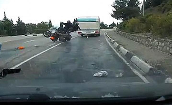 بالفيديو: لهذا السبب لا تقوموا بمناورات خطيرة على الطرقات