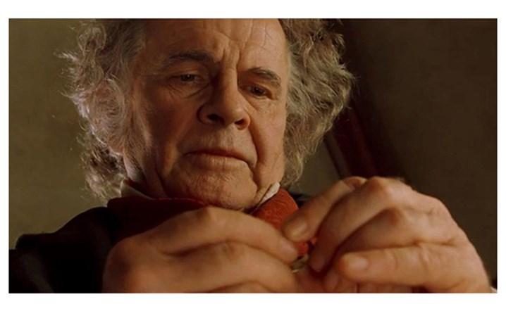وفاة الممثل البريطاني إيان هولم عن 88 عاماً