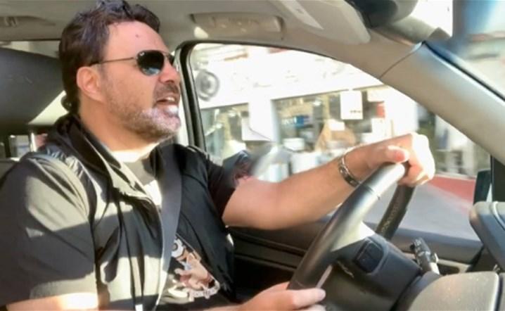 بالفيديو: عاصي الحلاني يستمتع في شوارع بيروت