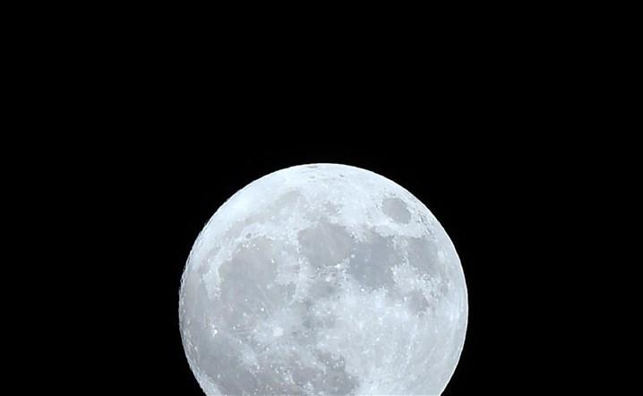 """اليوم يختفي """"القمر"""" من سماء العالم.."""