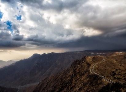 رحلة مليئة بالمغامرات إلى فوهة بركان الوعبة  بالطائف